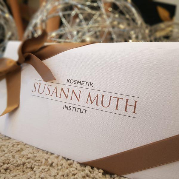 Weihnachten: Gutschein für Verwöhnbehandlung verschenken